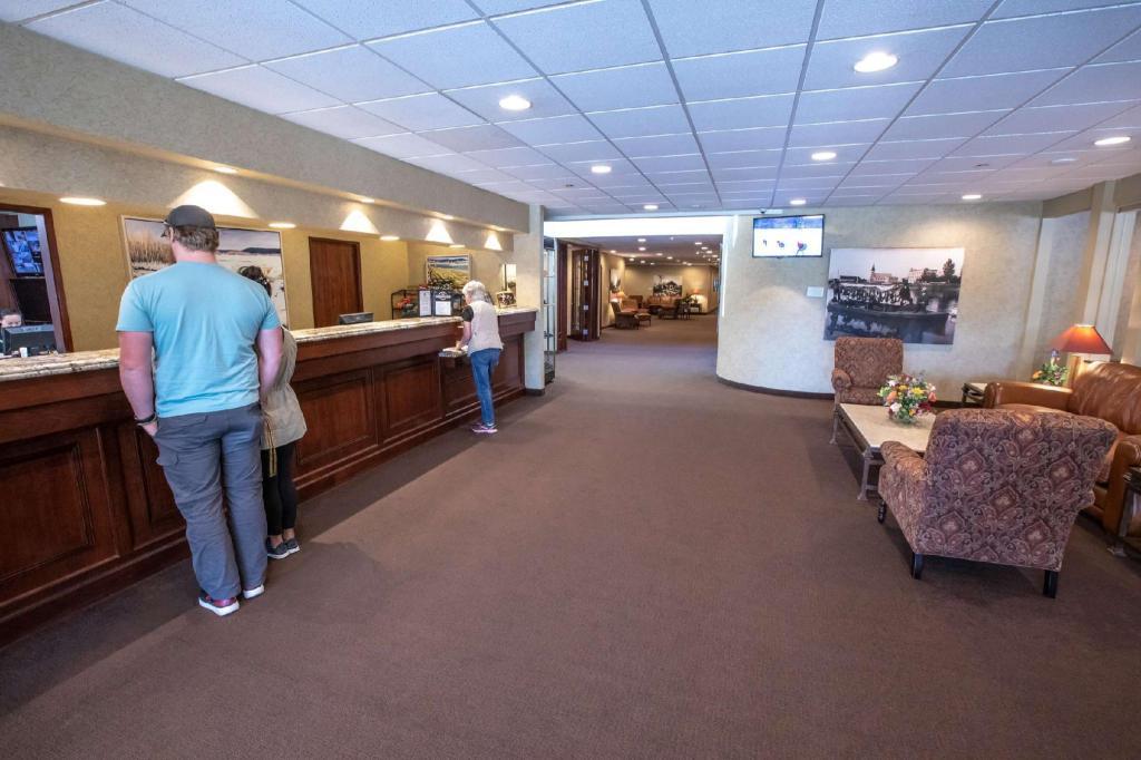 Amazing Wedgewood Resort In Fairbanks Ak Room Deals Photos Inzonedesignstudio Interior Chair Design Inzonedesignstudiocom