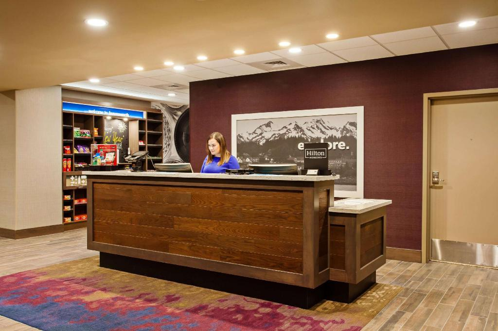 Lobby Hampton Inn & Suites Leavenworth