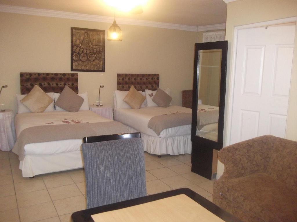 Rumah 400 M² Dengan 6 Bilik Tidur Dan Mandi Peribadi Di Matroosfontein Mbalentle