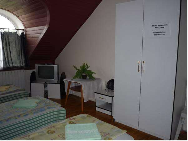 Habitació Triple amb bany compartit (Triple Room with Shared Bathroom)