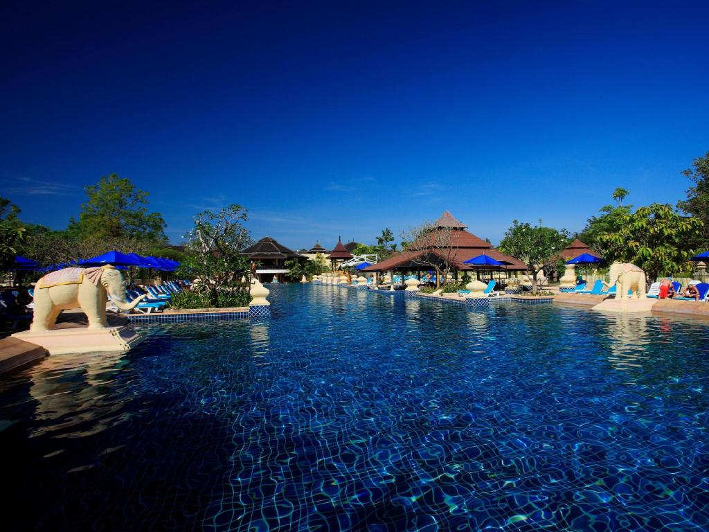 външен басейн Centara Seaview Resort Khao Lak