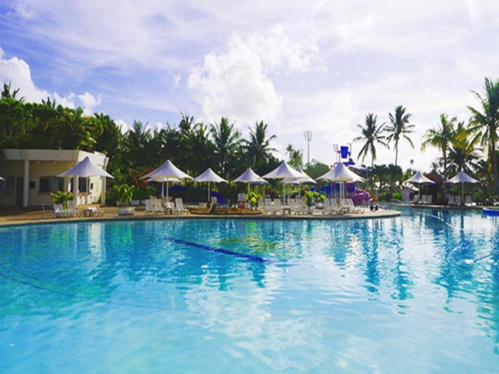 مسبح منتجع ليوبالاس جوام (Leopalace Resort Guam)
