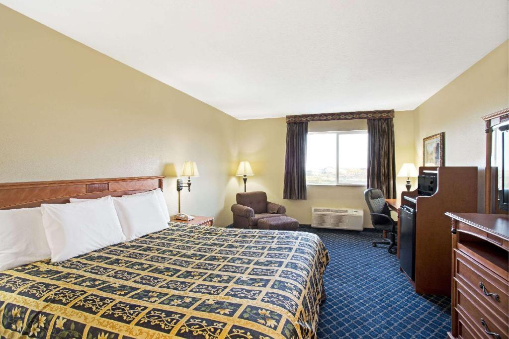 1 King Bed, Studio Suite, Non-Smoking - Suite room Days Inn by Wyndham Brigham City