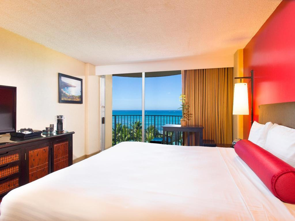 Ocean View Room - Bed Aston Waikiki Beach Hotel