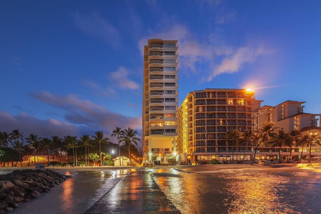 Castle Waikiki Shore Resort