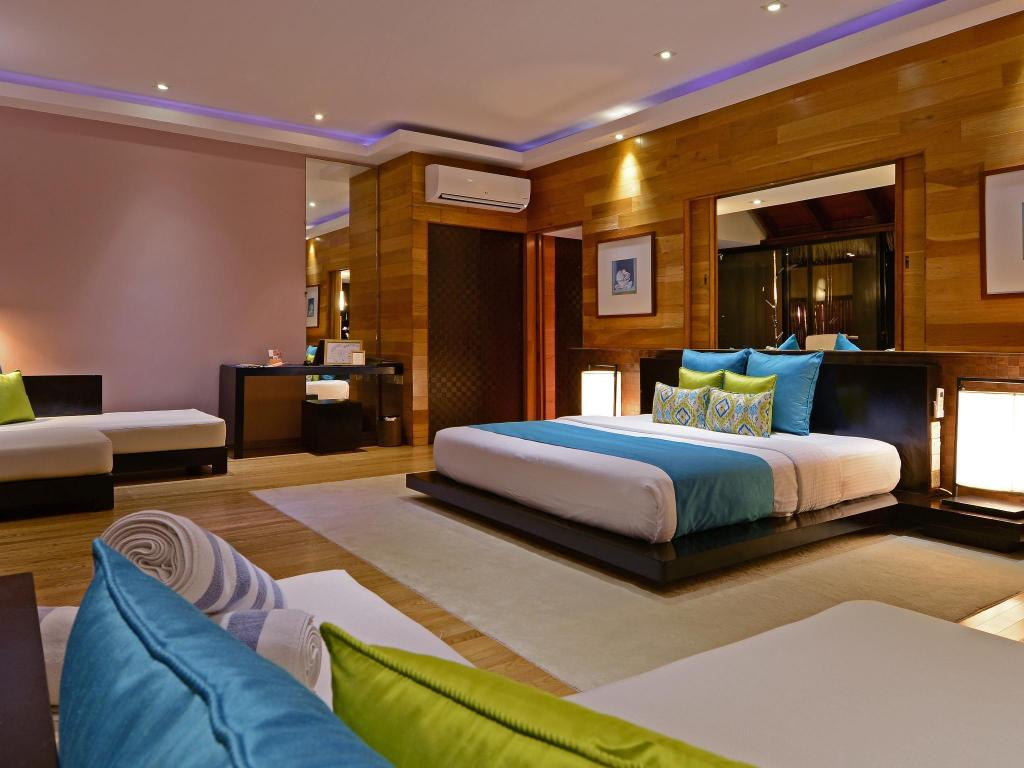 Sunrise Water Villa - Bed Adaaran Prestige Vadoo Resort