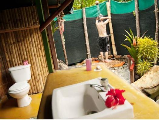 Bungalow med delat badrum (Bungalow with Shared Bathroom)