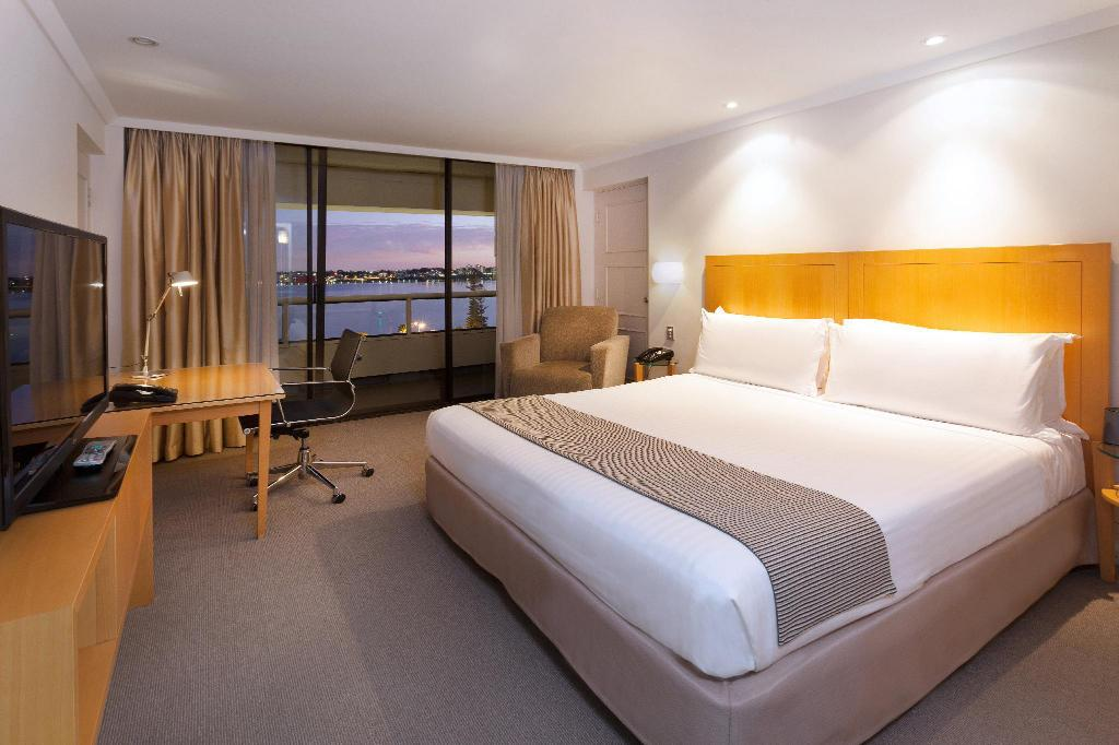 1 Queen Superior River View Non-Smoking - 침대 크라운 플라자 퍼스 (Crowne Plaza Perth)