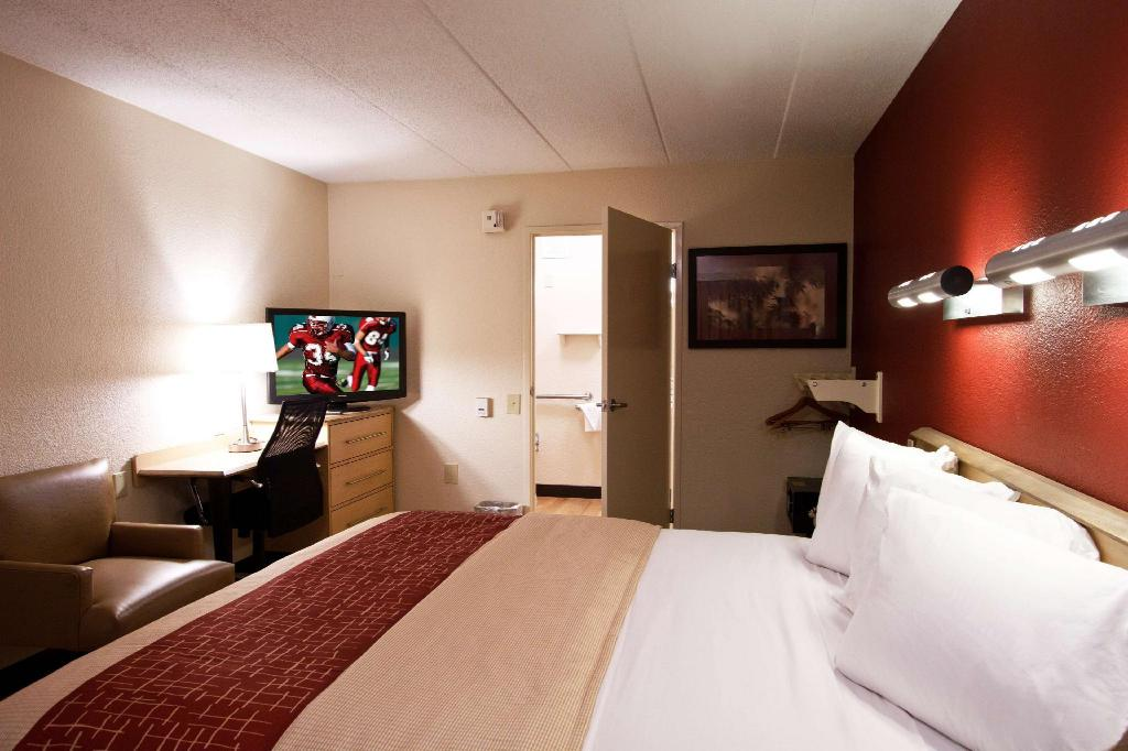 ADA Accessible Standard King Smoke Free - Guestroom Red Roof Inn Lexington South