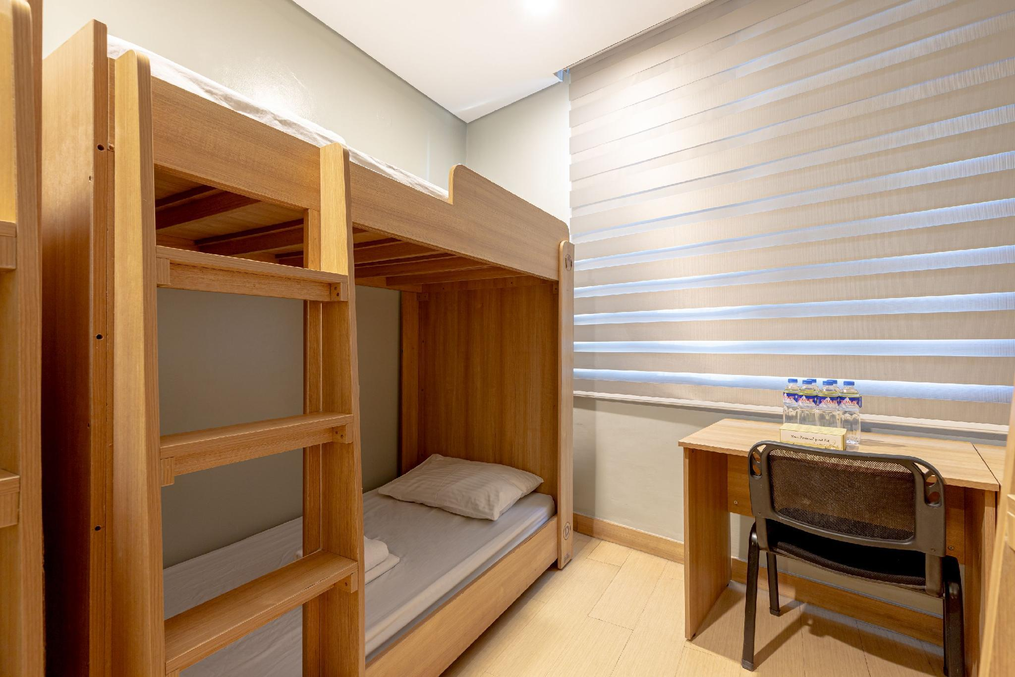 Room for 6 People with Bunk Beds