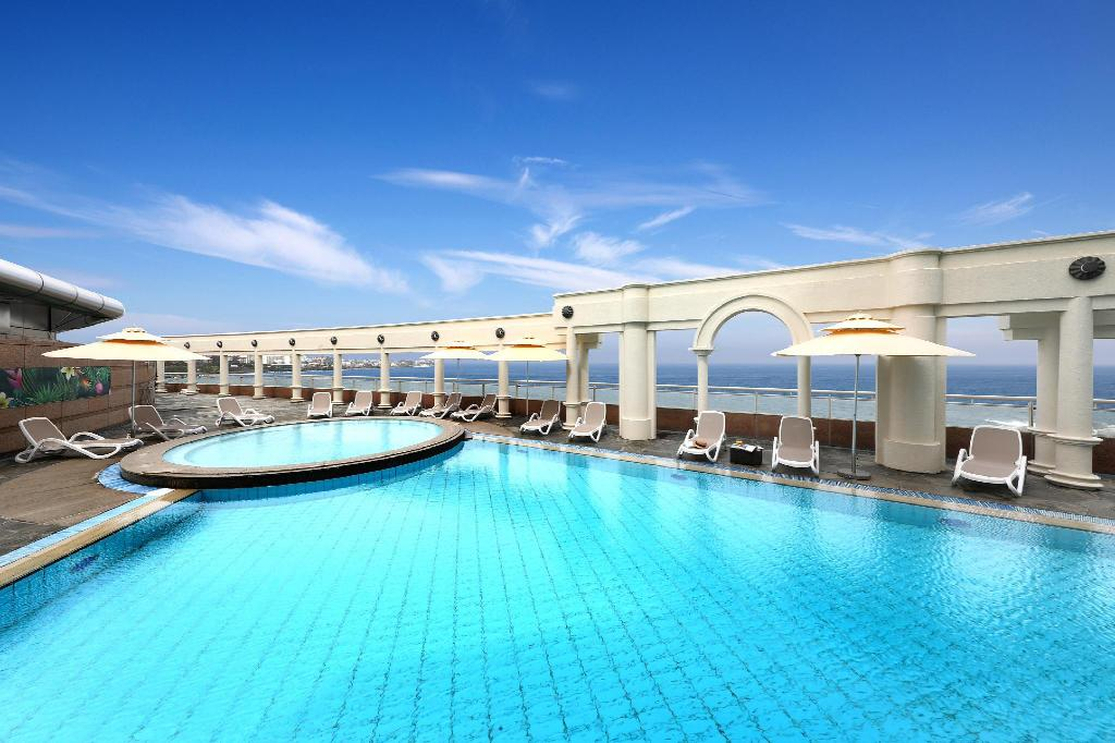 Swimming pool [outdoor] Ramada Plaza Jeju