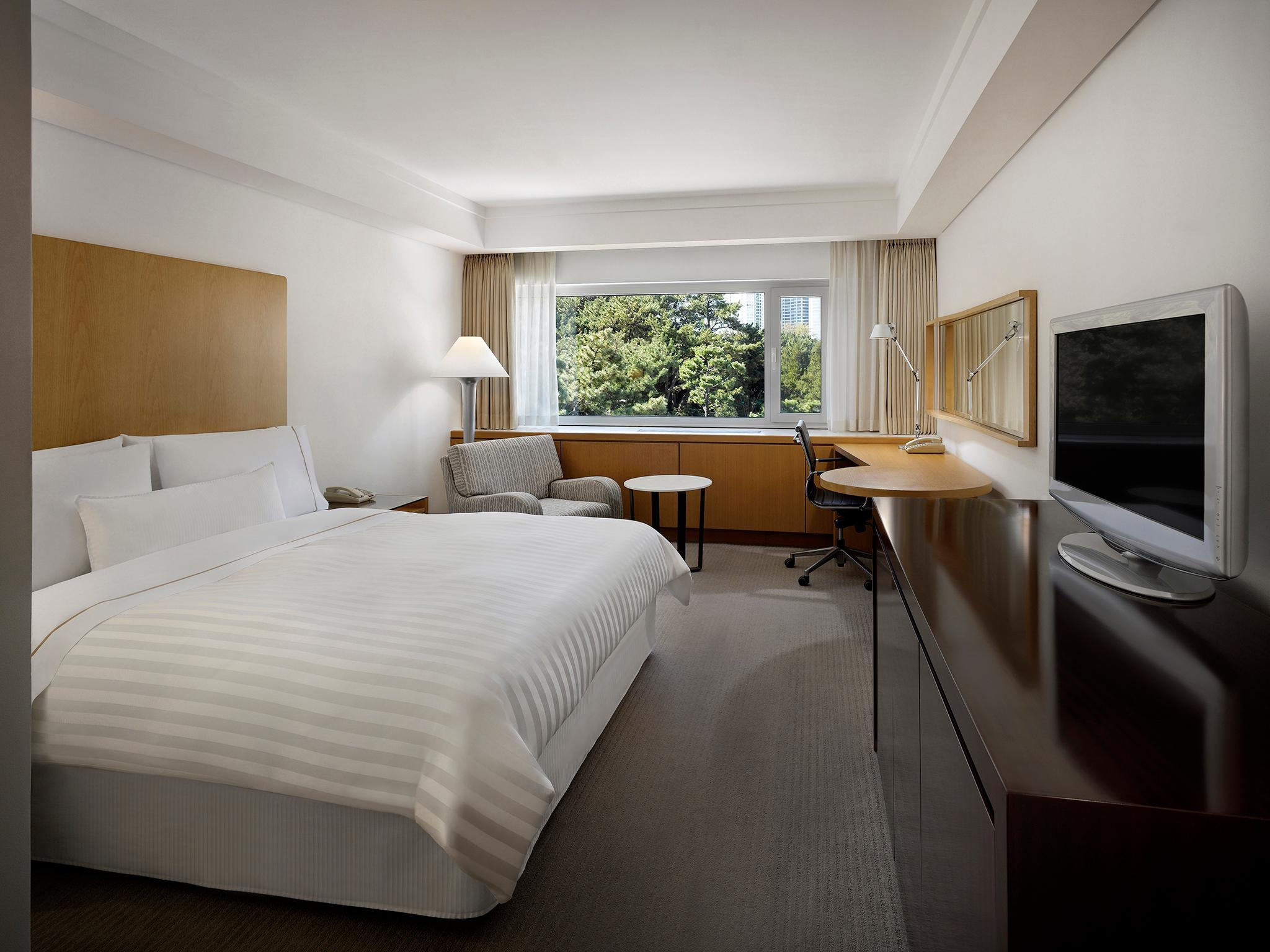 Executive Park, Executive level, Guest room, City view