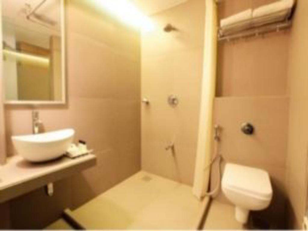 Bathroom Mumbai Metro - The Executive Hotel