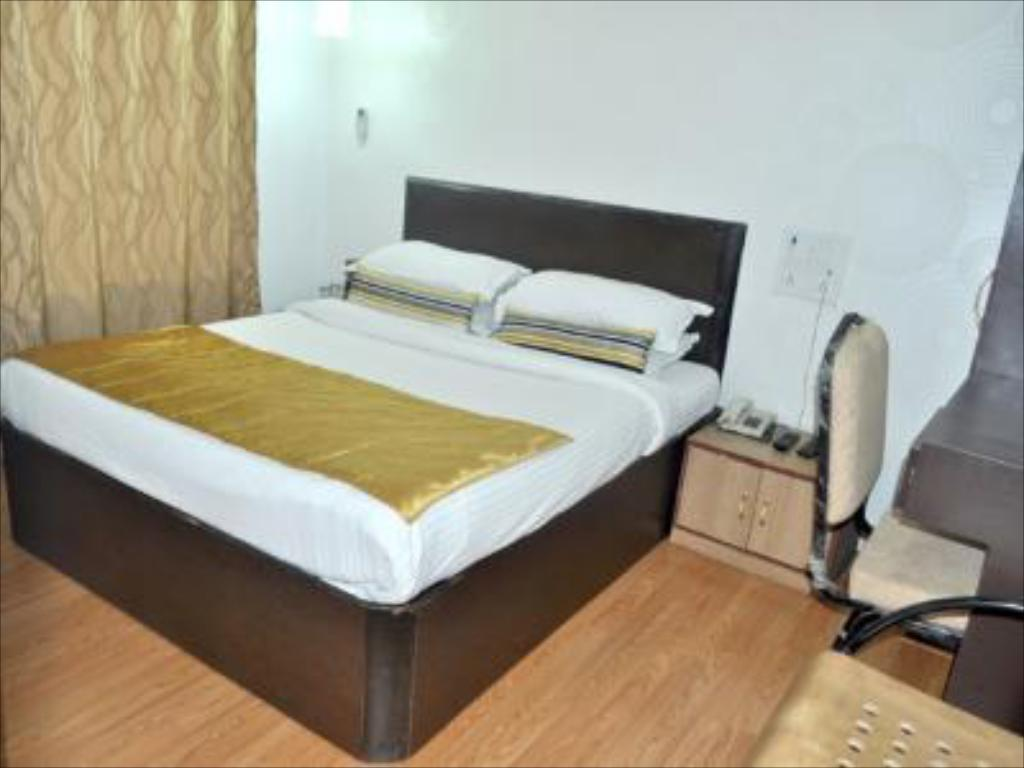Standard Room Mumbai Metro - The Executive Hotel