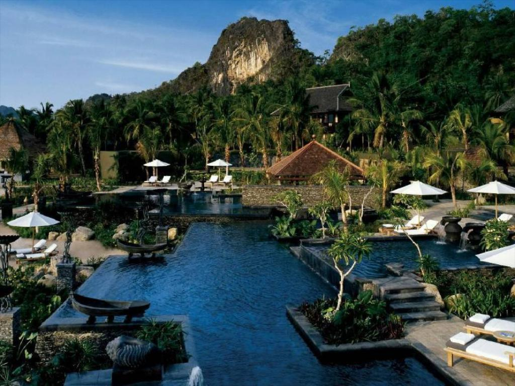 Бассейн  Four Seasons Resort Langkawi