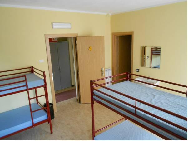 1 Bed in 8 Bed Female Dormitory Room