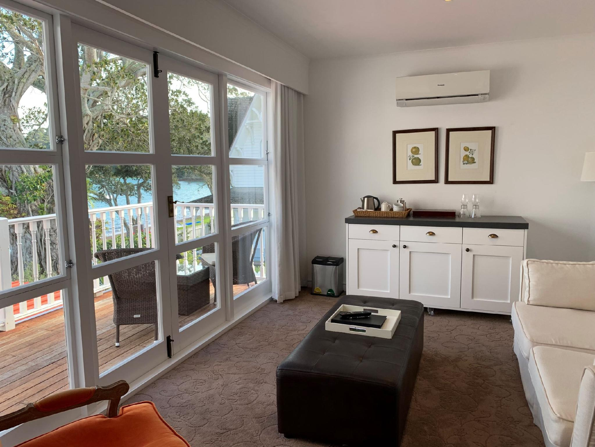 1 King Waterview-Balcony
