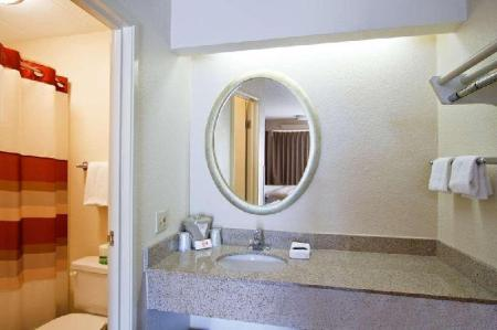 Deluxe 2 Full Beds Smoke-Free - Guestroom Red Roof Inn Buffalo - Niagara Airport