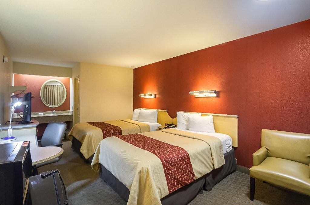 Deluxe 2 Full Beds Smoke Free - Bed Red Roof Inn Indianapolis North - College Park