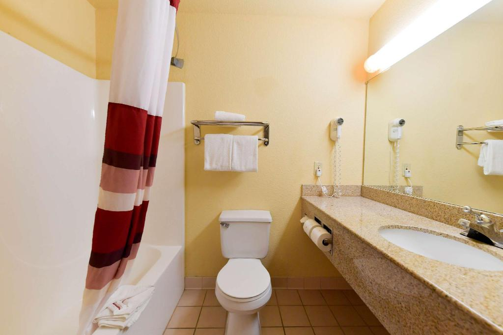 Superior King Non-Smoking - Guestroom Red Roof Inn & Suites Lincoln