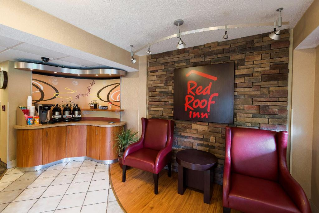Lobby Red Roof Inn Dayton North Airport