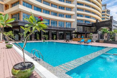 Swimming pool [outdoor] Grand Mercure Yangon Golden Empire