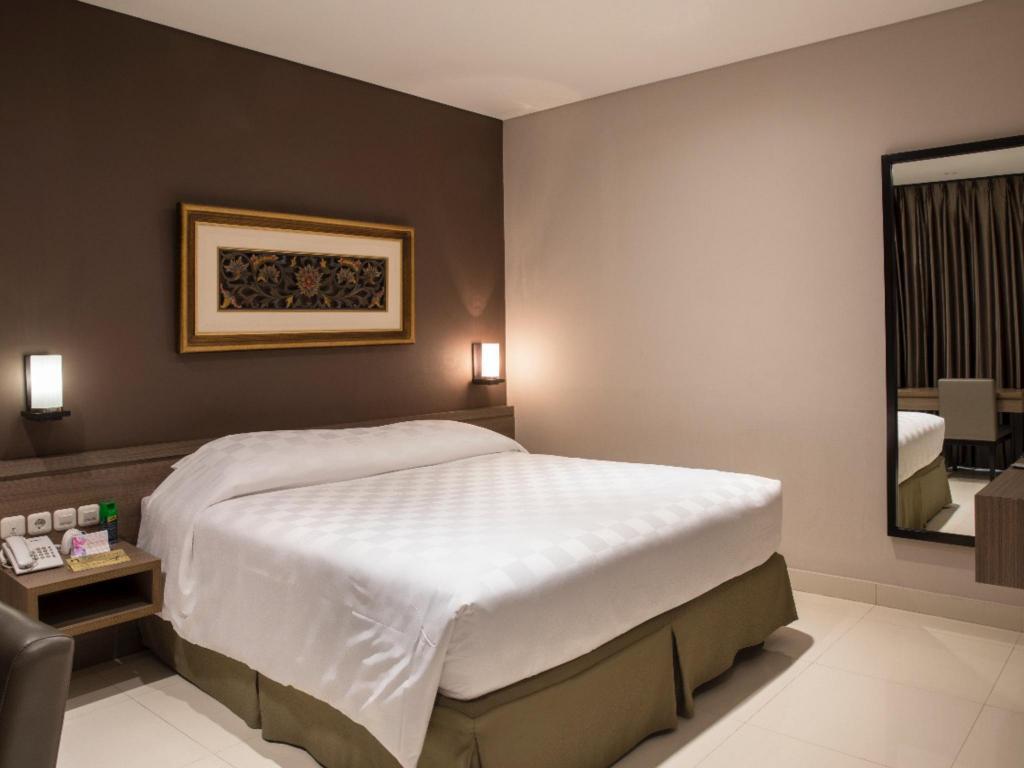 Hotel Mambruk Anyeranyer Promo Harga Terbaik Voucher Marbella Convention And Spa Anyer Premier Deluxe Kamar Tidur