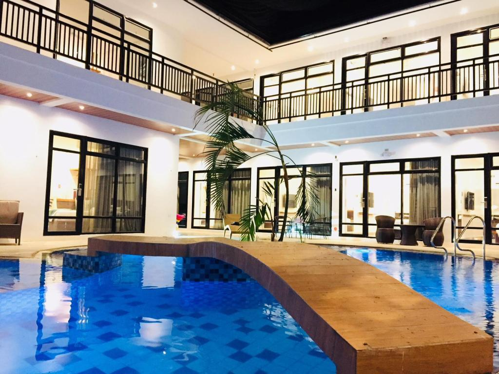 White Breeze Palawan Boutique Hotel