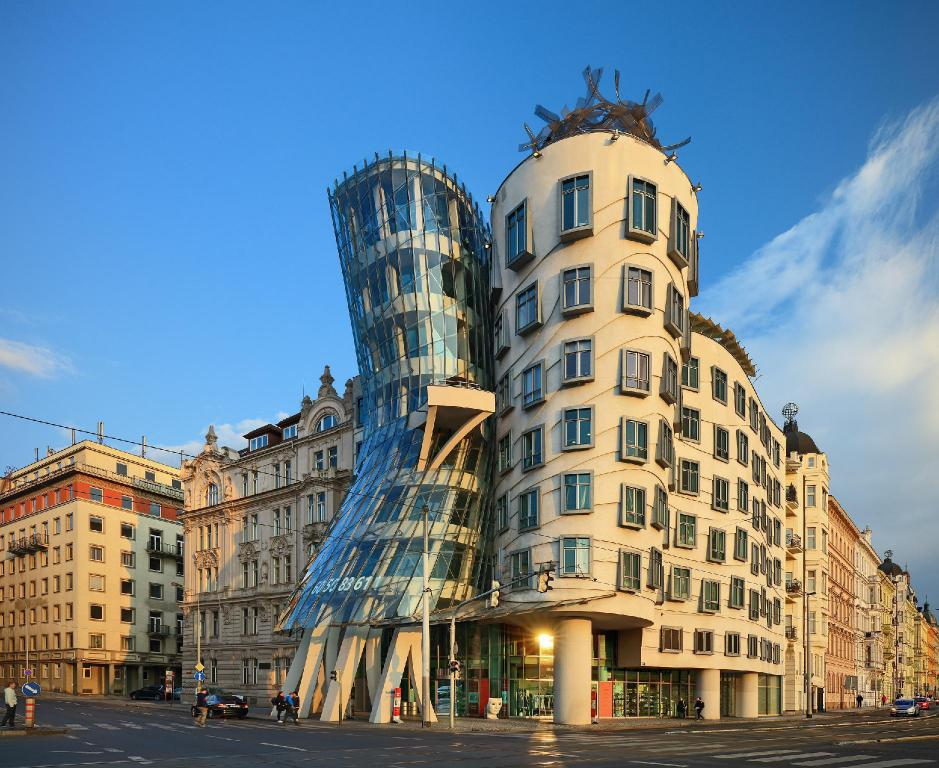More about Dancing House