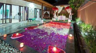 Romantic Private Pool Villa in Kuta