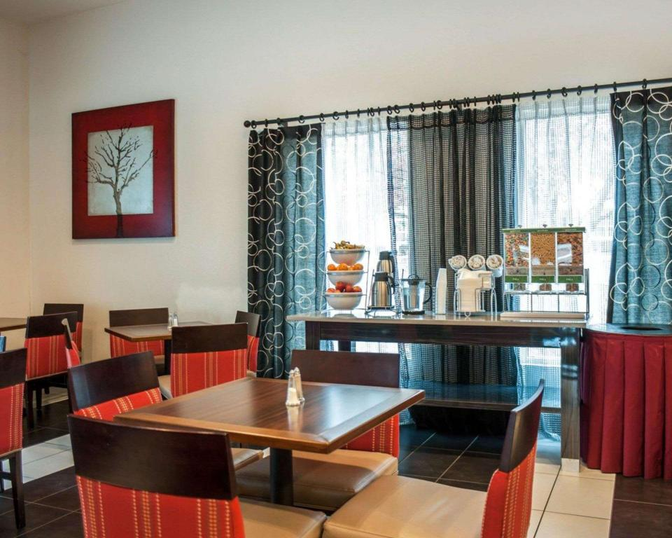Coffee shop Comfort Suites Airport Nashville