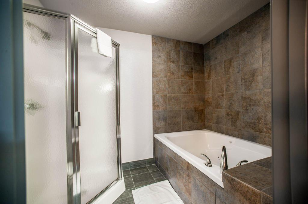 Bathroom Comfort Suites Airport Nashville