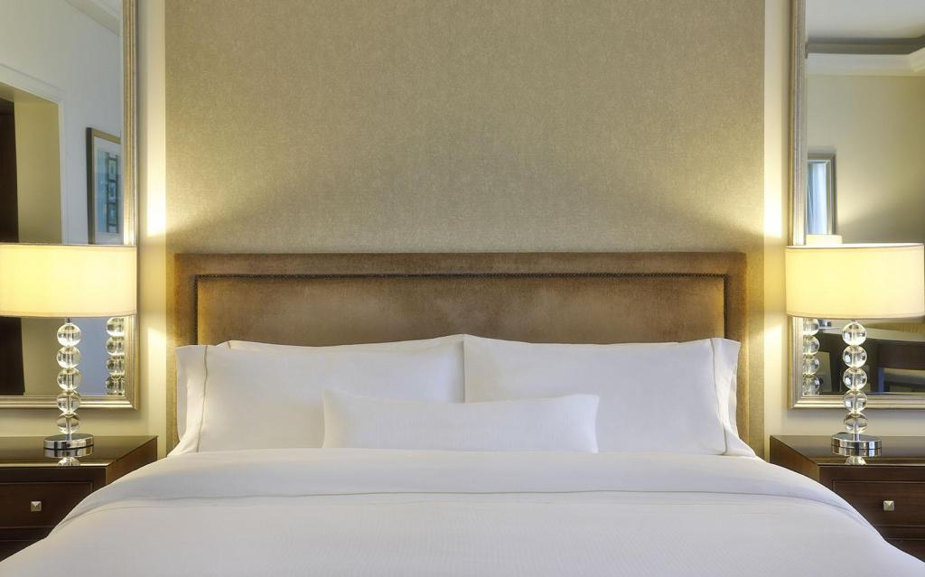 Guest room, 1 King or 2 Queen or 1 Twin/Single Bed(s) - Bed