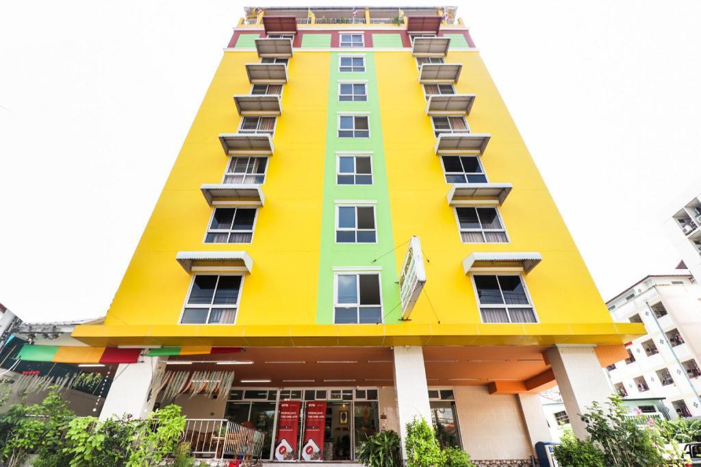 OYO 237 Thitikorn Grandview in Bangkok - Room Deals, Photos ...
