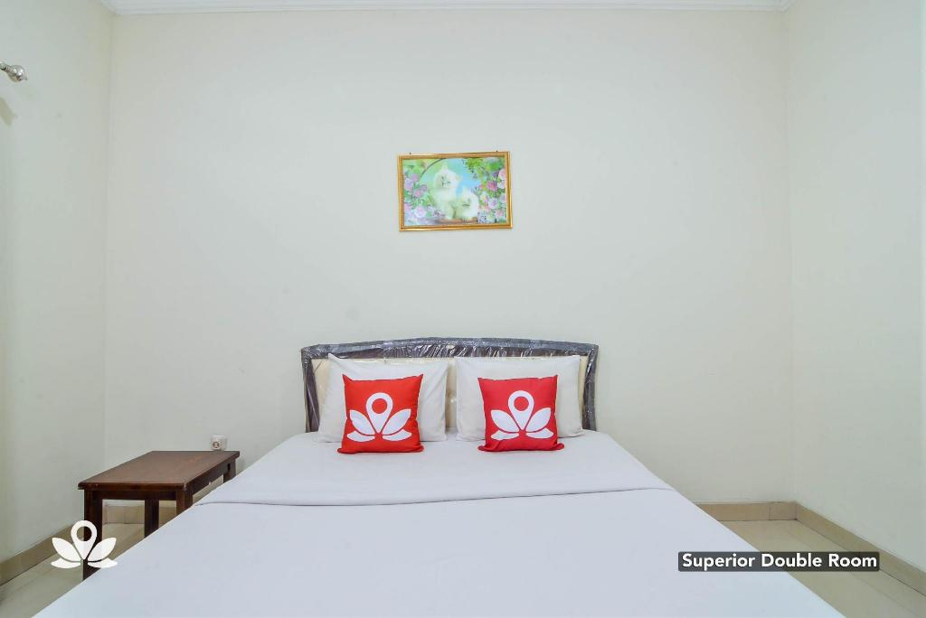 Superior Double Room ZEN Rooms Basic GOR Cikutra