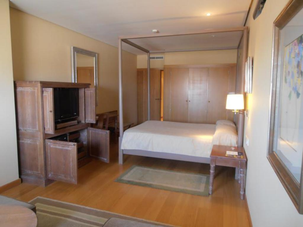 Junior Suite Double Bed - Guestroom Parador de Salamanca