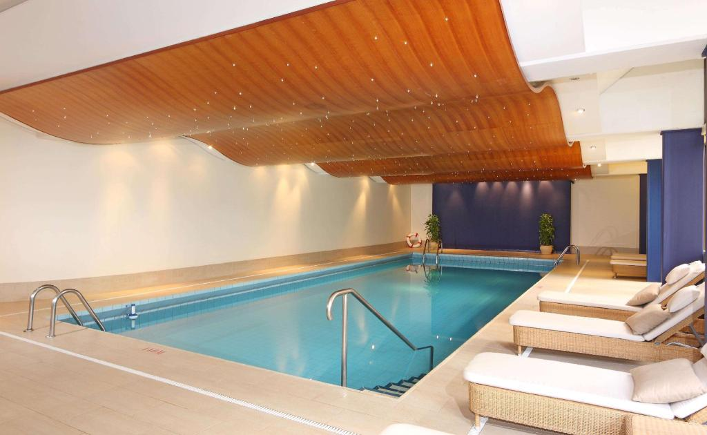 Swimming pool Hotel Royal Plaza Montreux