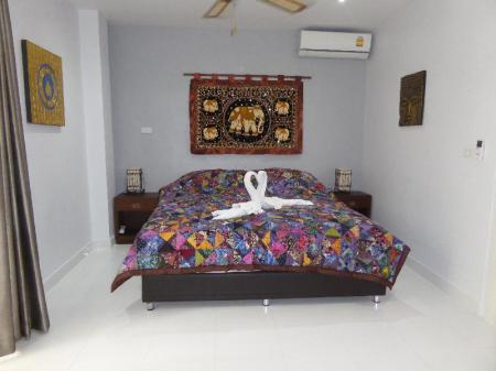 Deluxe Suite Apartment - Bed The Orchid Beach Resort at VIP Resort