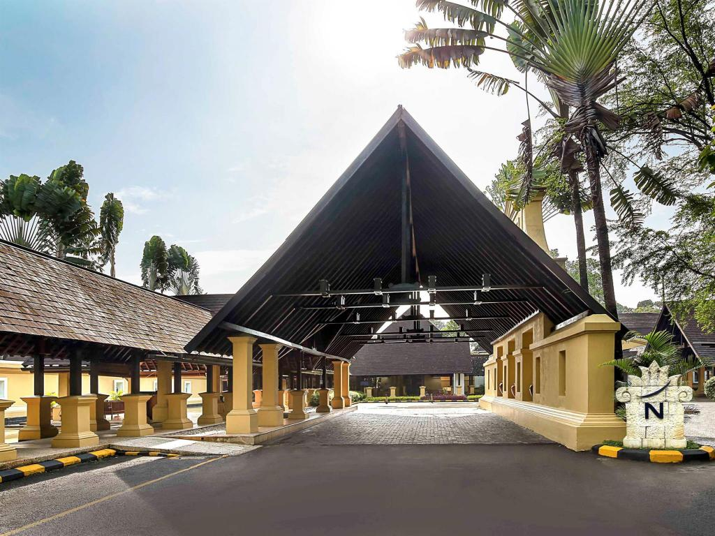 Lobi Novotel Bogor Golf Resort and Convention Center