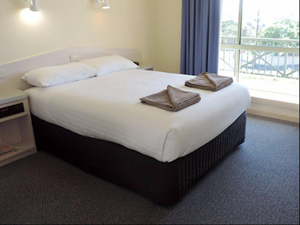 Small Standard Room Lakes Resort Mount Gambier