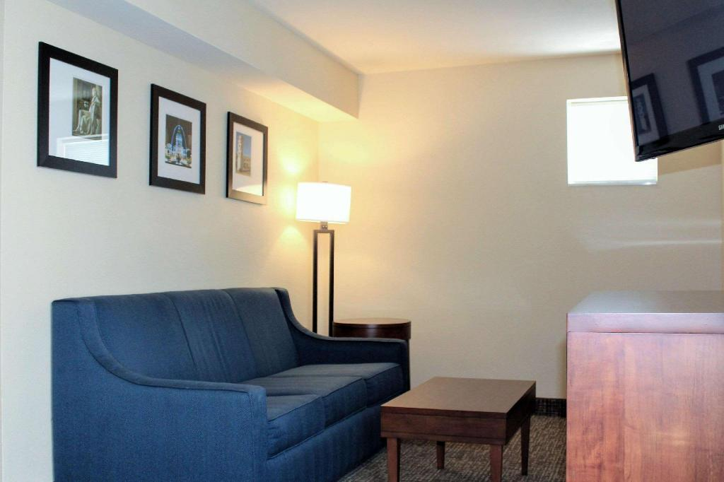Standard with 1 King Bed - Guestroom Comfort Inn and Suites St. Louis - Chesterfield