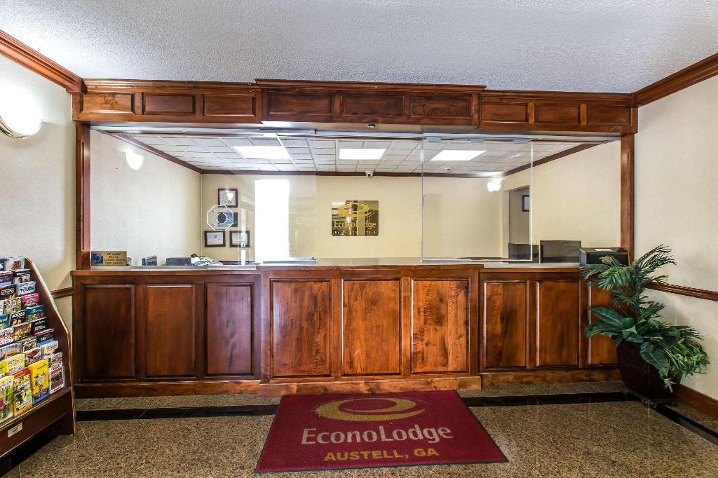 Фойє Econo Lodge At Six Flags