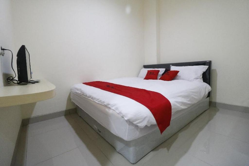 RedDoorz Room - Bed