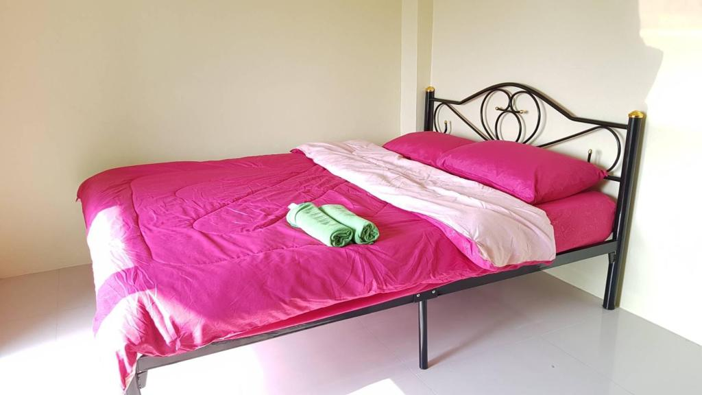 1 Single Bed Room Double M