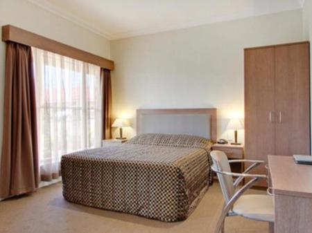 Standard Quality Inn Parkes International Hotel