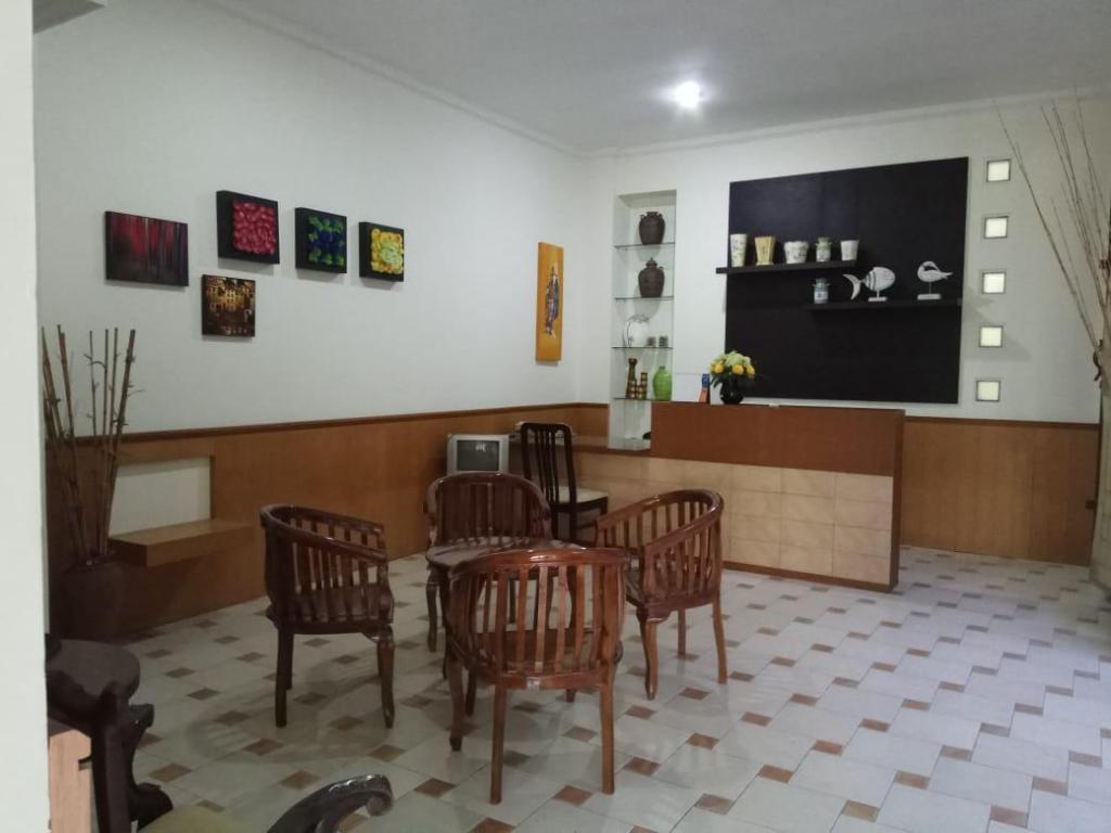 Rumah 700 M² Dengan 5 Bilik Tidur Dan 6 Mandi Peribadi Di Purwokerto Selatan