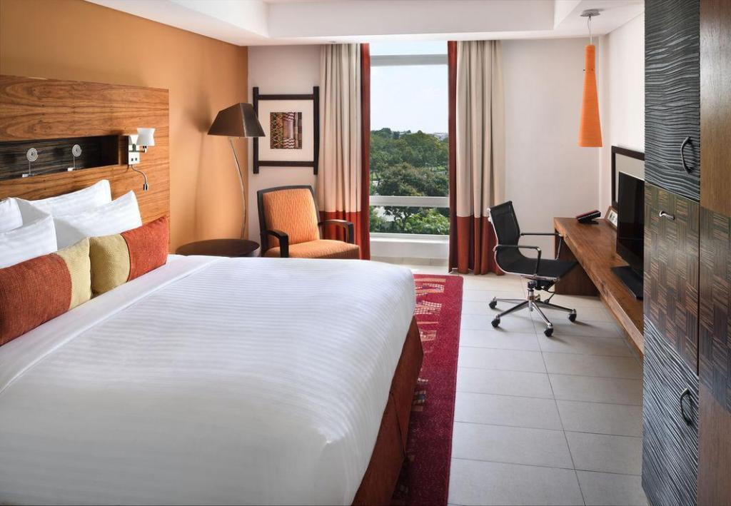 Deluxe, Guest room, 1 King Accra Marriott Hotel