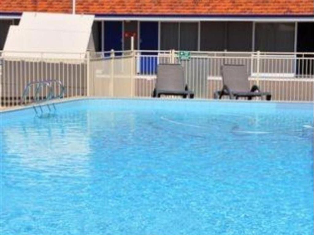 Swimming pool Best Western Hospitality Inn Esperance