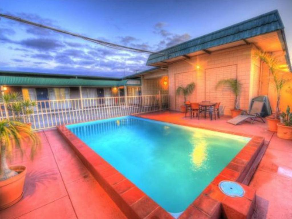 Swimming pool [outdoor] Silver Haven Motor Inn