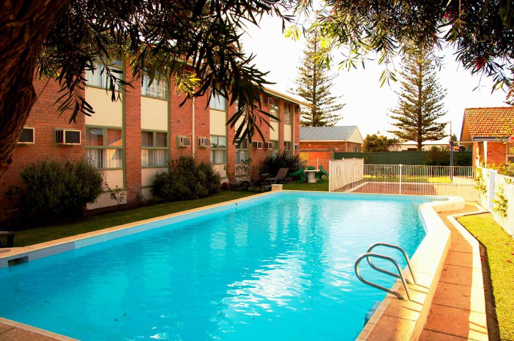 Swimming pool [outdoor] Best Western Hospitality Inn Esperance